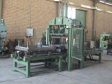 Automatic press for floor fabrication from rusty rubber